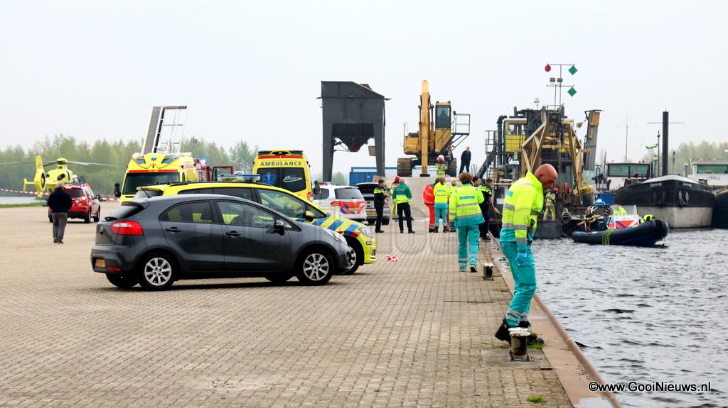 Haven Van Huizen : Te water geraakte fietser overleden in de haven van huizen